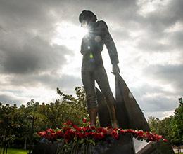 The CSUN Matador Statue